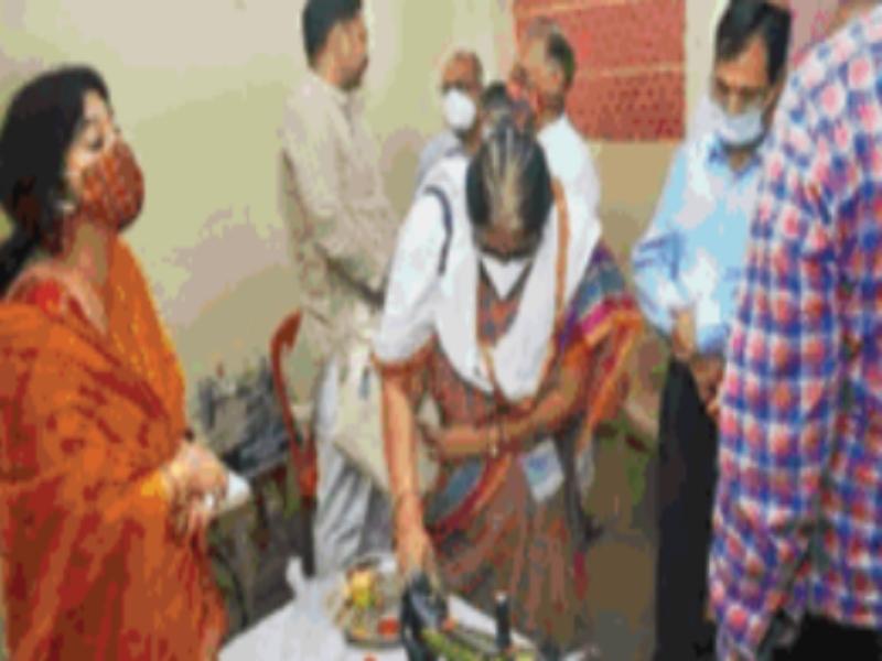 Gwalior News: महिलाओं को आत्मनिर्भर बनाने भेंट की सिलाई मशीनें