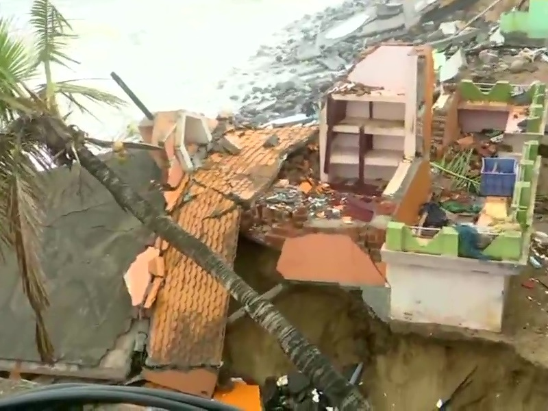 tauktae Update: गुजरात में हाई एलर्ट, 145 किमी प्रति घंटे की स्पीड से चलेगीं हवाएं, अब तक 6 की मौत