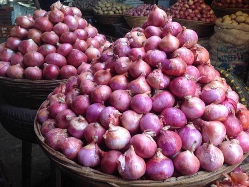 Onion Price Hike: प्याज फिर से रुलाने को तैयार, फुटकर में 35 रुपये किलो पहुंचा