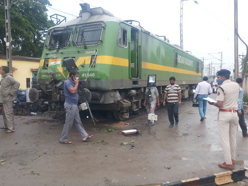 Rail News Bilaspur The engine came on the road after rolling for half a  kilometer a big accident was averted
