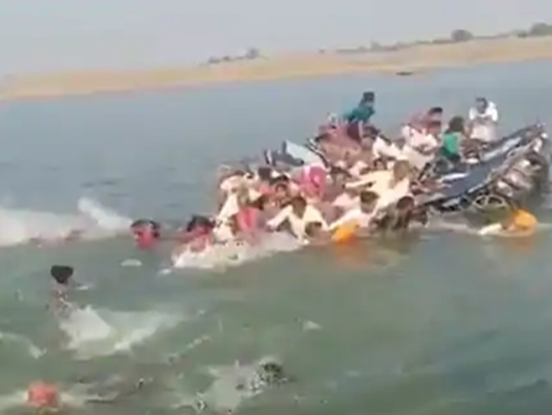 Rajasthan: चंबल नदी में नाव पलटी, 12 की मौत, 4 लापता, देखें Video