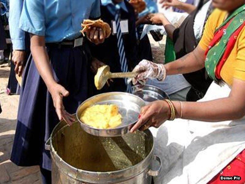 Midday Meal Scheme: कोरोना संकट में छात्रों को मध्याह्न भोजन देने में छत्तीसगढ़ नंबर वन