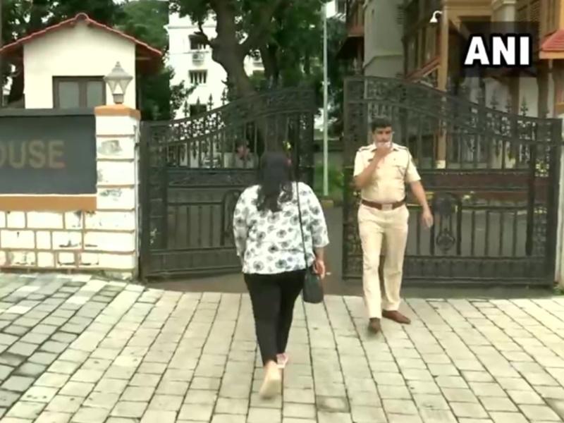 Sushant Rajput Case पर कोरोना का असर, जानिए क्यों रोकी गई श्रुति मोदी से पूछताछ