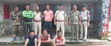 चोरी के तीन आरोपित गिरफ्तार, चार टायर, दो बैटरी किया गया बरामद