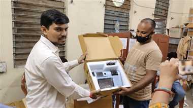 आधार लिंक कराने पीडीएस दुकान व खाद्य विभाग का चक्कर काट रहे कार्डधारी