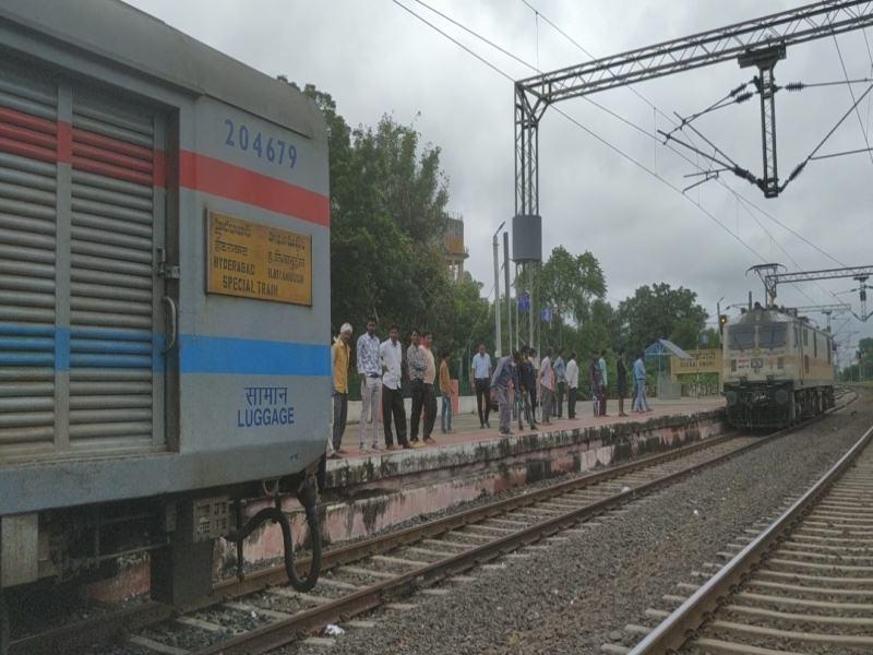 MP Railway News: दक्षिण एक्सप्रेस के इंजन में लगी आग, इमरजेंसी ब्रेक लगाकर रोका और बुझाई आग