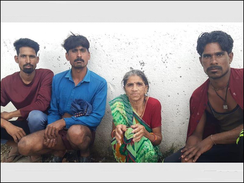 Dewas News: पुल से पानी को देख रही वृद्धा नदी में गिरी, दो भाइयों ने बचाई जान