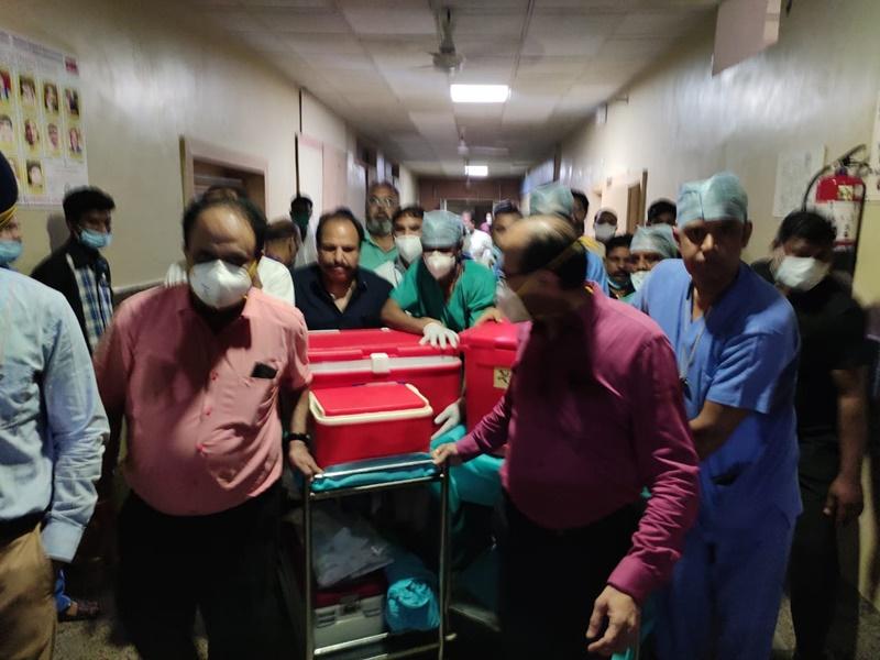 Organ Donation In Indore: इंदौर की डेंटल सर्जन के निधन के बाद उनकी किडनी और लिवर जरुरतमंद मरीजों को लगाई