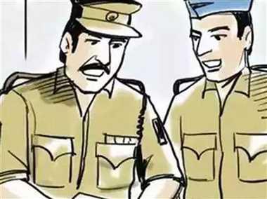 साढ़े तीन लाख रुपये की लूट के मामले में तीन लोगों से पूछताछ