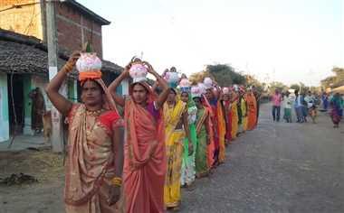 कलश यात्रा के साथ श्रीमद् भागवत कथा का शुभारंभ