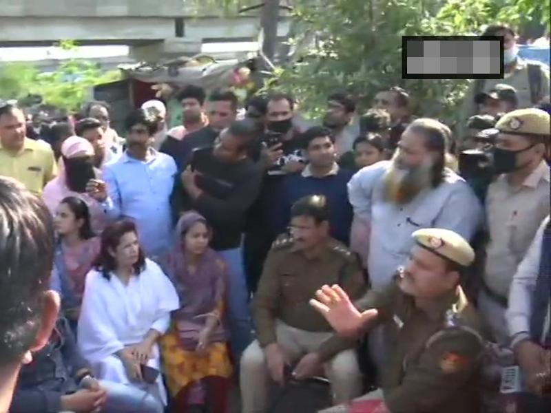 धरना खत्म कराने Shaheen Bagh पहुंचे पुलिस अधिकारी, इस वजह से उठाया कदम