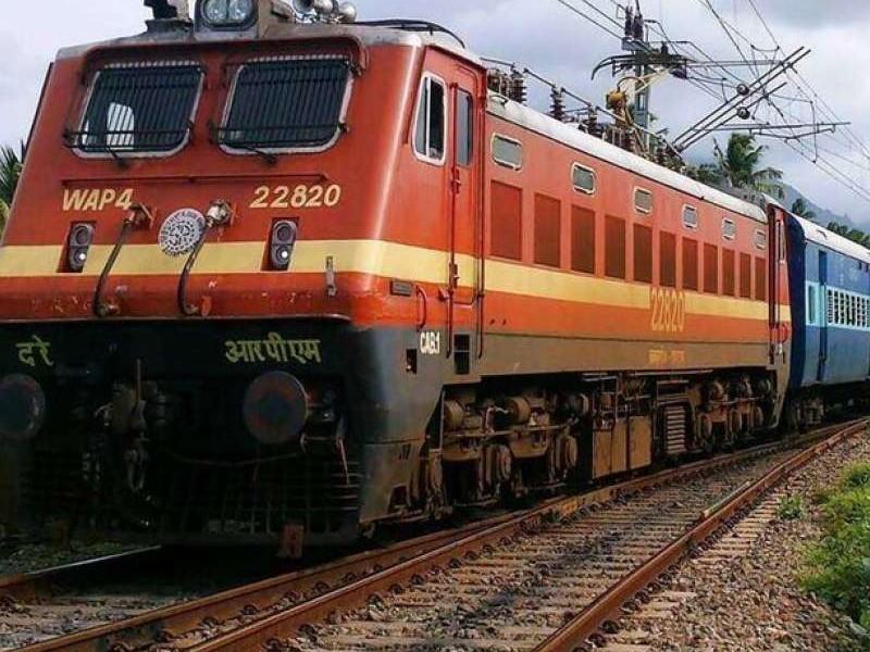 पश्चिम रेलवे चलाने जा रहा होली से पहले स्पेशल ट्रेनें, जानें टाइम से लेकर रूट की जानकारी