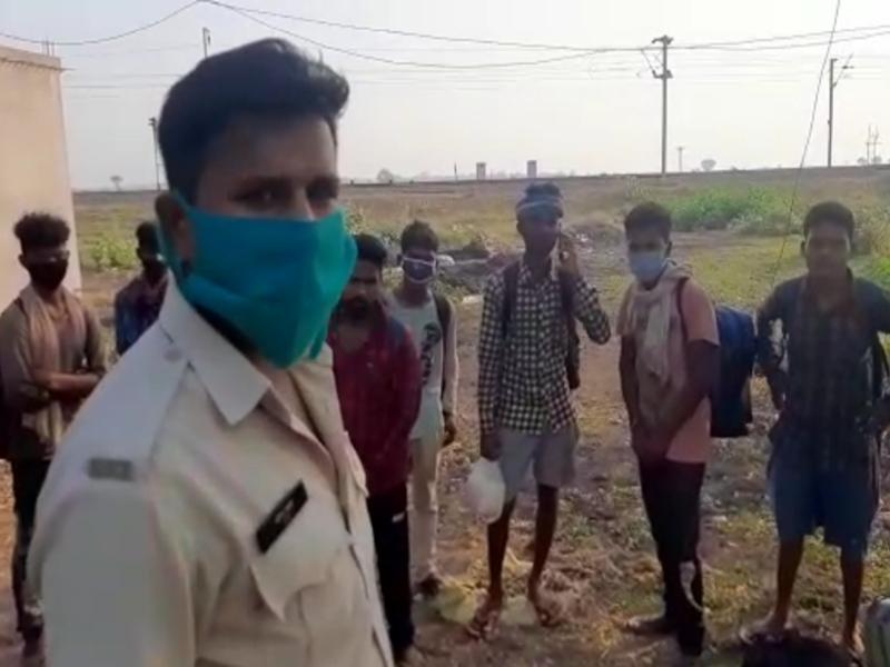 LockDown in Mahasamund :  लॉक डाउन के दौरान प्रवासी मजदूरों को ओडिशा भेज रही छत्तीसगढ़ पुलिस