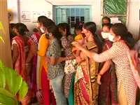 पश्चिम बंगाल LIVE: पांचवें चरण में 45 सीटों के लिए मतदान जारी, महिला वोटर्स की लंबी कतारें