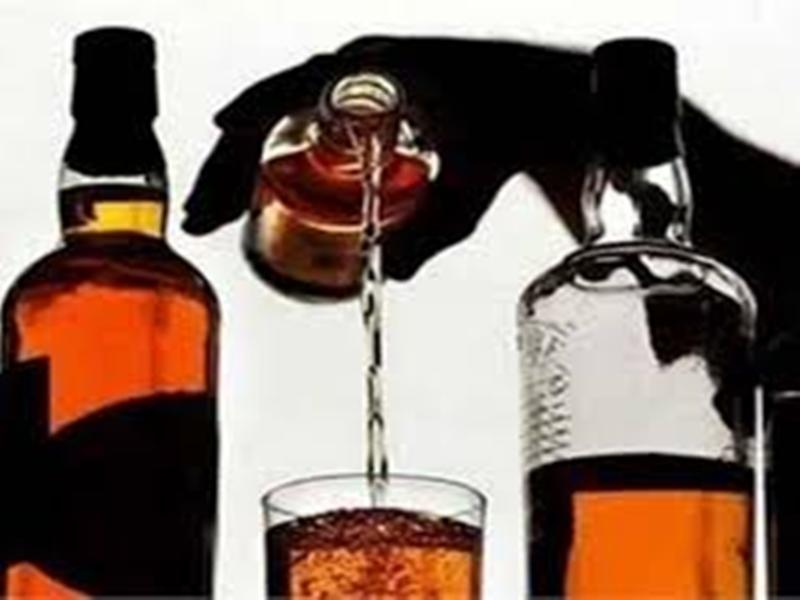 Home Delivery Of Alcohol: होम डिलीवरी की व्यवस्था फेल, शराब लेने दुकान बुलाए जा रहे खरीददार