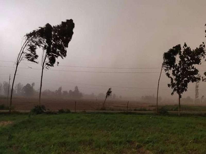 Madhya Pradesh weather Alert: मध्य प्रदेश के 13 जिलों में भारी बारिश और 10 संभागों में तेज हवा चलने व बिजली गिरने की चेतावनी