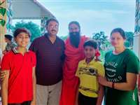 Jabalpur News : होम आइसोलेशन में ठीक हुए जेएनकेविवि के डॉ.अमित तनाव कम करने परिवार के साथ हरिद्वार पहुंचे