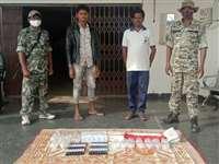 एक बोरी दवा के साथ नक्सलियों के दो सप्लायर गिरफ्तार