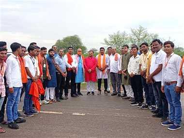 सांसद ने गांवों का किया दौरा, कई आयोजनों में हुए शामिल