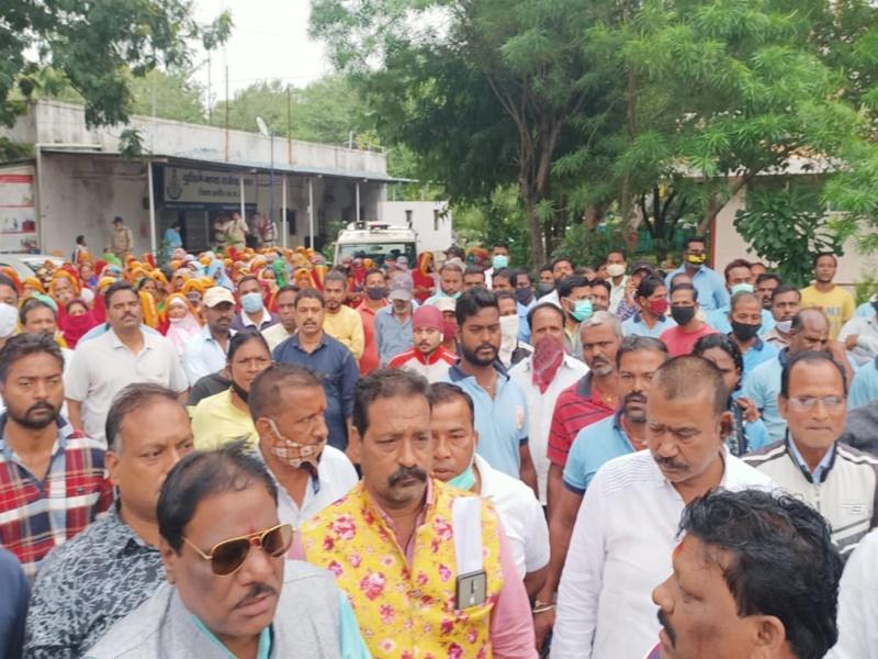 Indore News: पूर्व मंत्री जीतू पटवारी पर एफआइआर दर्ज होने के पश्चात काम पर लौटे निगम कर्मचारी