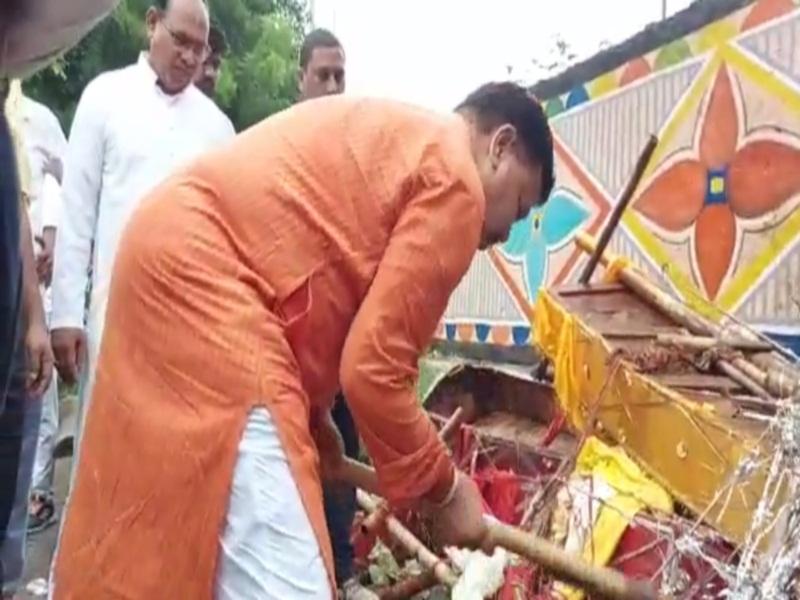 Energy Minister sweeps in Gwalior: पीएम के जन्मदिवस के अवसर पर ऊर्जा मंत्री ने चंदन नगर मुक्तिधाम में की सफाई