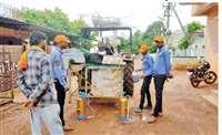 डेंगू पर प्रहार: नगर पालिका की प्रोफेशनल पेस्ट कंट्रोलर टीम ने किया दवा का छिडकाव