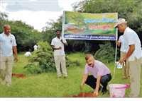 shivpuri news: हर व्यक्ति को प्रतिवर्ष कम से कम पांच-पांच पौधे अवश्य लगाना चाहिए
