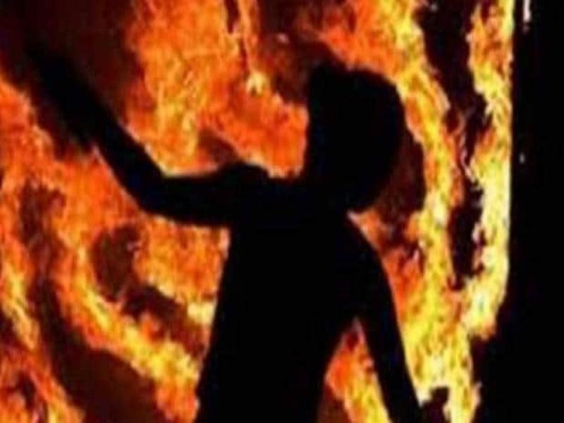 Sagar Crime News: प्रेम प्रसंग के चलते युवक को जिंदा जलाया, युवती भी झुलसी