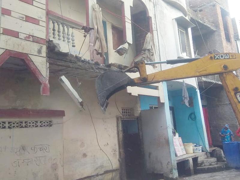 Ujjain Poisonous Alcohol Case: उज्जैन शराब कांड के मुख्य आरोपित सिकंदर और गब्बर के मकान तोड़े