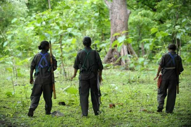 Naxalites surrender: एक-एक लाख के इनामी तीन नक्सलियों ने किया आत्मसमर्पण