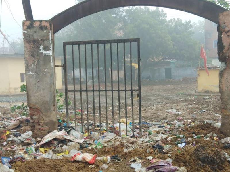 मुरैना में पार्क बना डस्टबिन, इसमें नगर निगम ही लगा रहा कचरे का ढेर