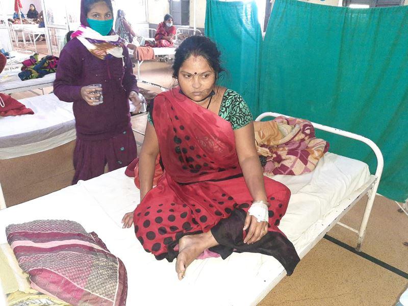 Khandwa News: खंडवा में महिला ने जीआरपी पर लगाया बेल्ट से पीटने का आरोप