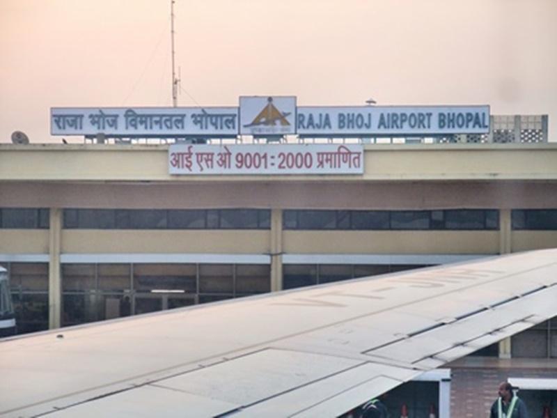 Corona virus effect in Madhya Pradesh : एयरलाइंस कंपनियों की कमर तोड़ सकता है कोरोना