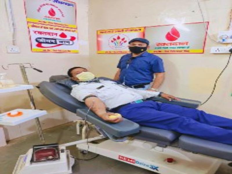 Bhind News: रोजे की हालत में आरक्षक ने खून देकर बचाई थैलेसीमिया पीडि़त बच्चे की जान, कहा- यही सच्ची इबादत