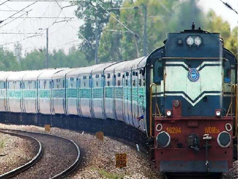 Indian Railways: चक्रवाती तूफान के चलते कई ट्रेनें निरस्त, यहां देखें पूरी लिस्ट