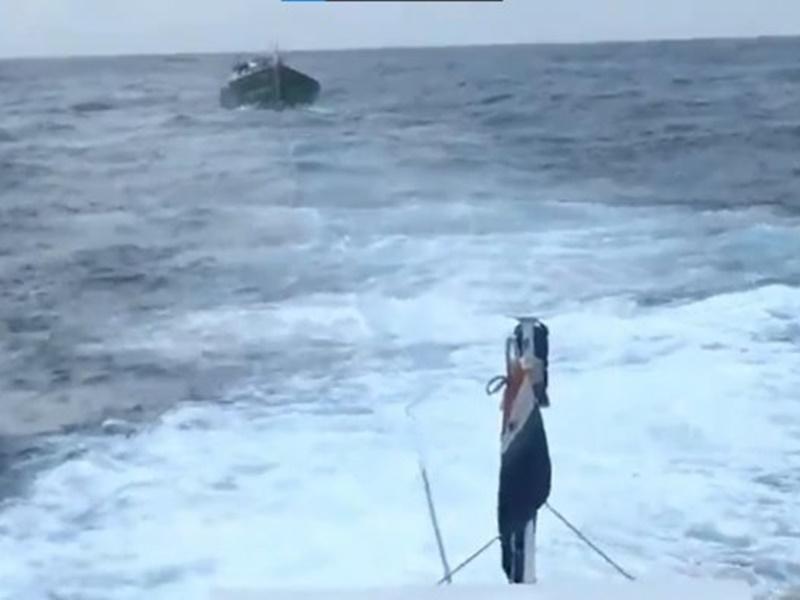 Cyclone Tauktae Live Updates: मु्ंबई में बारिश का 21 साल का रिकार्ड टूटा, 1 जहाज डूबा, 3 बहे, कई कर्मचारी लापता