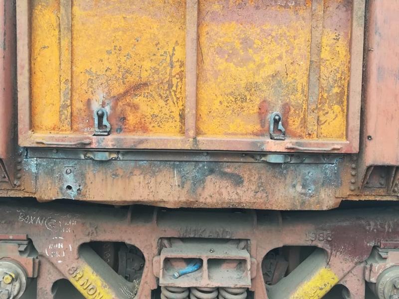 Stone in Railway Track: करगीरोड-कलमीटार स्टेशन के बीच रेल पटरी पर रखा पत्थर, मालगाड़ी का इंजन क्षतिग्रस्त