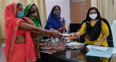 गैस सिलेंडर मूल्य वृद्धि के विरोध में महिला कांग्रेस ने सौंपा ज्ञापन