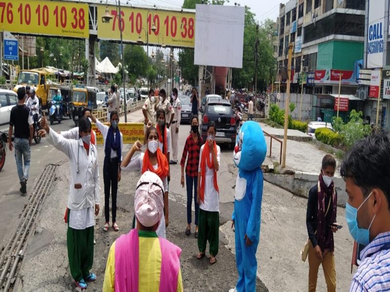 Bhopal News : जन अभियान परिषद के वॉलेंटियर सतत चला रहे कोरोना संक्रमण से बचाव के लिए जागरूकता अभियान