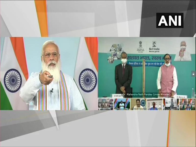 Live PM Modi: प्रधानमंत्री मोदी ने कोविड-19 फ्रंटलाइन वर्करों के लिए की क्रैश कोर्स की शुरुआत, जानिए क्यों है खास