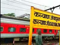 Maharashtra: पटरी पार करते वक्त ट्रेन के नीचे फंसा बुजुर्ग, ड्राइवरों की तत्परता से बची जान