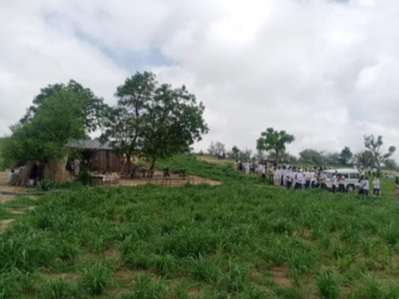 जोधपुर में पाक विस्थापित 11 लोगों की मौत पर रिश्तेदारों से मिले केंद्रीय मंत्री