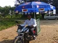 School Education: मोटरसाइकिल में ग्रीनबोर्ड और छाता बांध के मोहल्ला क्लास लेने निकलते हैं यह शिक्षक