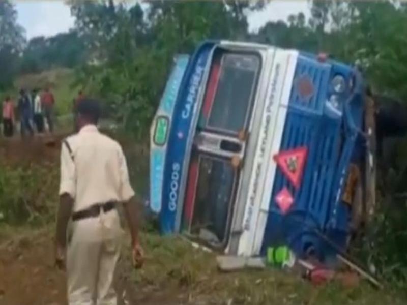 Chhindwara News: स्कूटी को टक्कर मारते हुए टैंकर पलटा, एक की मौत