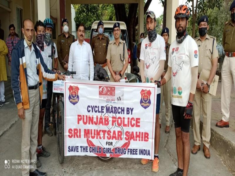 पंजाब पुलिस के जवान साइकिल यात्रा से दे रहे बेटी बचाओ, नशा मुक्ति का संदेश