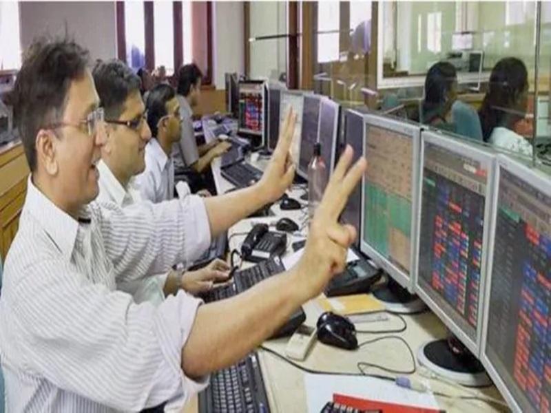 Share Market: रिकॉर्ड 44000 की ऊंचाई पर सेंसेक्स, इन सेक्टर के निवेशकों को बंपर फायदा