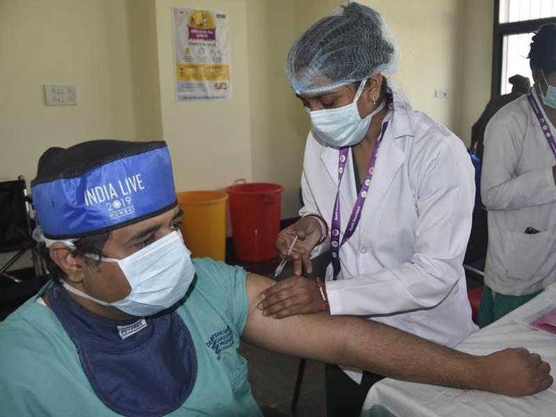 Corona vaccine in chhattisgarh: राजधानी में 40 फीसद ने फिर नहीं लगवाया टीका