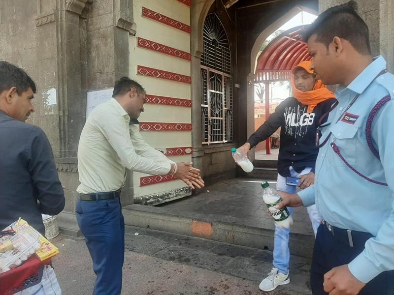 Corona virus effect in Madhya Pradesh : उज्जैन के काल भैरव मंदिर में फूल चढ़ाने पर रोक