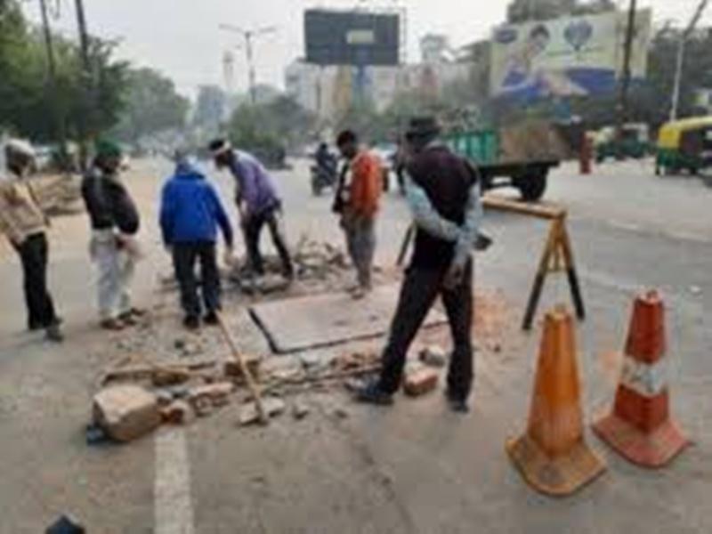 Gwalior Water Problem News: पानी की लाइन खोलने पुलिस के साथ पहुंचा पीएचई अमला