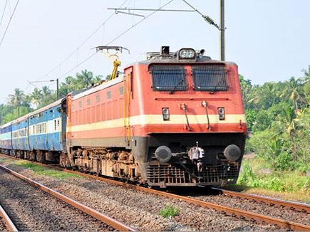 Gwalior Railway News: कोच से गिरी महिला को आरपीएफ ने बचाया